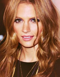 Light brown hair coloring ideas for dashing looks . Light brown hair color is the leading trend now. There are many varieties in the light brown hair color. Carmel Hair Color, Hair Color Auburn, Red Hair Color, Hair Colors, Toffee Hair Color, Caramel Color, Blonde Color, Short Caramel Hair, Stana Katic