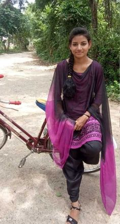 World's beautiful girls Beautiful Girl In India, Beautiful Girl Photo, Beautiful Indian Actress, Beautiful Asian Girls, Stylish Girls Photos, Stylish Girl Pic, College Girl Photo, Dehati Girl Photo, Desi Girl Image