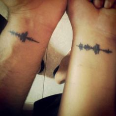 "87 Matching Couple Tattoos For Lovers That Will Grow Old Together 87 Matching Couple Tattoos For Lovers That Will Grow Old Together,tattoo ideas! Soundwaves tattoos Just have to decide which ""saying"" to do. Piercing Tattoo, Schallwelle Tattoo, Get A Tattoo, Tattoo Small, Band Tattoo, Wrist Tattoo, Sound Wave Tattoo, Tattoos Infinity, Matching Tattoos"