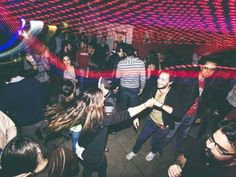 Curta a vida boêmia da cidade com o Cerrado Jazz Festival, discotecagem de reggae em vinil, baladinhas dançantes e rodas de samba