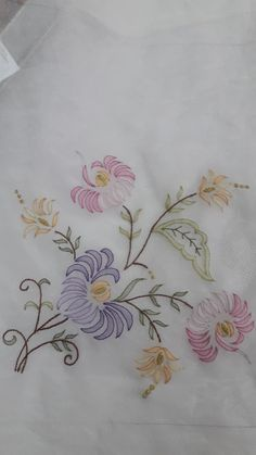 Embroidery bird simple sew 25 ideas for 2019 Cutwork Embroidery, Hand Embroidery Flowers, Embroidery Scissors, Hand Embroidery Stitches, Embroidery Patches, Hand Embroidery Designs, Flower Applique, Applique Designs, Machine Embroidery