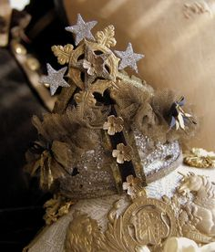 silver and gold crown