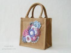 Bolsa de yute único con adornos de crochet freeform OOAK