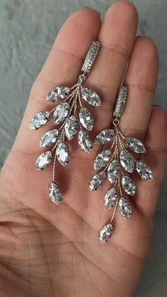 Bridal cubic zirconia crystals earrings, wedding silver earrings with cubic zirconia crystals. Rhinestone Earrings, Wedding Earrings, Crystal Earrings, Silver Earrings, Handmade Wire Jewelry, Earrings Handmade, Beaded Jewelry, Diy Pearl Hair Accessories, Earring Tutorial