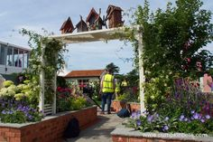 A Garden For Every Retiree, designed by Tracy Foster and sponsored by Just Retirement at the RHS Hampton Court Palace Flower Show Garden Arbor, Easy Garden, Garden Ideas, Rhs Hampton Court, Annual Flowers, Garden Buildings, Colorful Garden, Flower Show, Beautiful Gardens