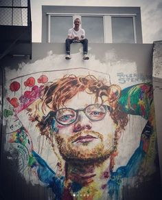 An artist painted Ed sheeran in new zealand and it's incredible! Edward Christopher Sheeran, Ed Sheeran Love, 5sos Lyrics, Graffiti, Taylor Swift Facts, Anime Furry, People Fall In Love, Red Tour, Fashion Wall Art
