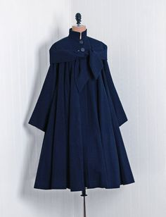 1940's Vintage Navy-Blue Elegant Linen Couture Noir Sculpted Full Pleated Dress Coat