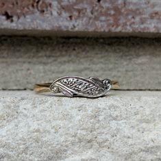 Vintage Antique Art Deco 3 stone Diamond Trilogy Wave Ring in Yellow Gold and Platinum Antique Art, Vintage Antiques, Antique Jewelry, Vintage Jewelry, Antique Wedding Bands, Wave Ring, Wave Design, Art Deco Diamond, Profile