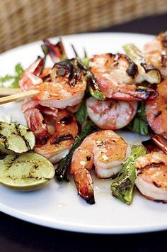 When grilling shrimp or scallops, use sticks of lemongrass or sprigs of rosemary as an alternative to metal or bamboo skewers.#shrimp #shrimprecipes #dinnerideas Sea Weed Recipes, Best Shrimp Recipes, Seafood Recipes, Paleo Recipes, Cooking Recipes, Grilling Shrimp, Grill Time, Cooking Fish, Bamboo Skewers
