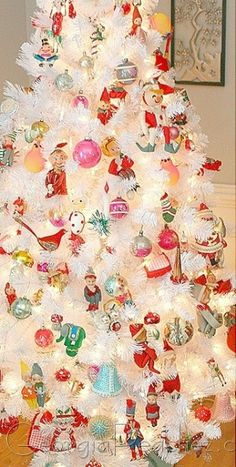 Vintage Christmas tree with pixies and ornaments * 1500 free paper dolls and toys Christmas at Arielle Gabriels The International Paper Doll Society also free Chinese paper dolls The China Adventures of Arielle Gabriel * White Christmas Trees, Noel Christmas, Vintage Christmas Ornaments, Retro Christmas, Vintage Holiday, Christmas Photos, Beautiful Christmas, Christmas Tree Decorations, Christmas Crafts
