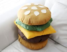 DIY your photo charms, 100% compatible with Pandora bracelets. Make your gifts special. DIY: Stackable Burger Pillow