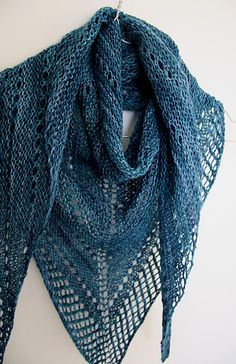 | pretty basic triangle scarf | free pattern
