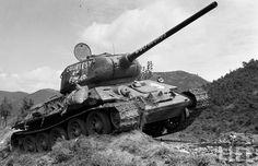 The North Korean tanks T-34-85