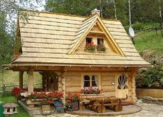 Log cabins 328692472808059071 - 70 Fantastic Small Log Cabin Homes Design Ideas farmhouse Source by karenqwerty Tiny Log Cabins, Small Log Cabin, Tiny House Cabin, Little Cabin, Log Cabin Homes, Cabins And Cottages, Tiny House Living, Tiny House Plans, Little Houses