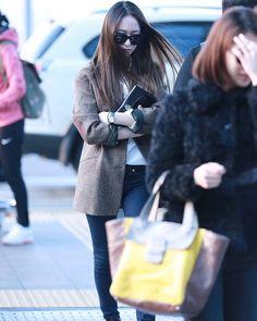 Krystal Jung Fashion, Airport Style, Airport Fashion, Girls Generation, Asian Woman, Winter Jackets, Korea, Kpop, School