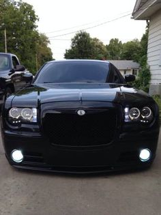 2006 chrysler 300 on airride and *must see* built sell/tr 2014 Chrysler 300, Chrysler Cars, American Classic Cars, Future Car, Amazing Cars, Mopar, Custom Cars, Exotic Cars, Cool Cars