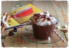 Cioccolata calda con panna e marshmallows