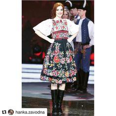 V dnešnej modernej dobe sa často zabúda na tradície preto som veľmi rada že na Miss Slovensko 2017 sme mali možnosť prezentovať krásy Slovenska v podobe krojov konkrétne môj kroj pochádza z obce Očová  ...... z #praveslovenske  gratulujeme a plne súhladíme s  @hanka.zavodna  #miss2017 #slovakia #folklor #slovensko #ocova #folk #folklore #folkart #folkfashion #fashion #ornaments #traditions #traditional #history #style #beauty #girl