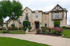 Free homes in Lake Ridge that are currently on the market over $700,000.