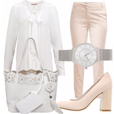 In ufficio, con eleganza dai toni del rosa pallido, del pantalone stretto, ai toni del bianco per la camicia con fiocco, scarpe rosa con tacco, borsa bianca, orologio in metallo argento!