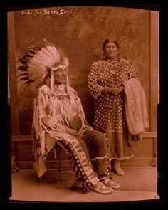 Cuts The Bear's Ear Off and his wife - Crow - circa 1910 Native American Clothing, Native American Photos, Native American Artifacts, Native American Tribes, Cheyenne Indians, Crow Indians, American Crow, Human Personality, Old Portraits