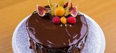 Полезный шоколадный торт без глютена, муки и сахара с апельсином и финиками