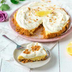 Tämä helppo ja herkullinen sitruunatorttu on mainio tarjottava arkena ja juhlana. Cheesecake, Baking, Breakfast, Desserts, Food, Cheesecake Cake, Bread Making, Breakfast Cafe, Tailgate Desserts