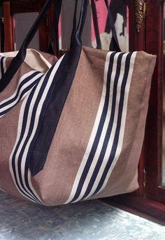 Very big bag in linen cotton and leather materials.