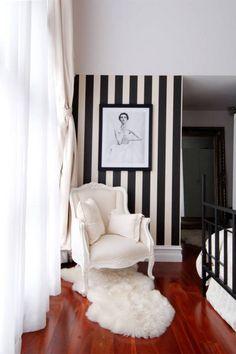 Stripes MOOD! Las rayas inundan todo ¡hasta nuestras #sillas! Feliz día a lo BeettleJuice #decoración #interiorismo
