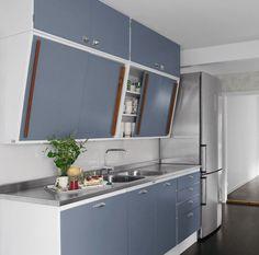 Nytt, retro kjøkken til mange tusen? 60s Kitchen, Vintage Kitchen, Kitchen Dining, Diy Kitchen Decor, Kitchen Interior, Home Decor, Home Kitchens, Retro Kitchens, Handmade Kitchens