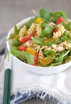 Snelle pastasalade met BLT (Bacon, Lettuce & Tomato)