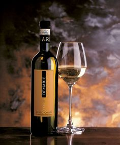 Founded in we source and sell wine and discover many authentic and great wines, which Bacco import directly. White Wine, Red Wine, Edinburgh, Alcoholic Drinks, Bottle, Glass, Green, Shop, Italia