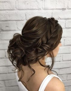 ¿Te ha gustado esta idea de peinado para boda? En nuestro artículo puedes ver muchás más ideas de peinados de bodas de varios tipos como: altos, media melena, elegantes, sueltos, recogidos, trenza… ❤ Do you like this wedding hairstyle idea? See more wedding hairstyle ideas in our article: with veil, updo, half up half down, to the side… #weddingideas #hairstyles #beauty