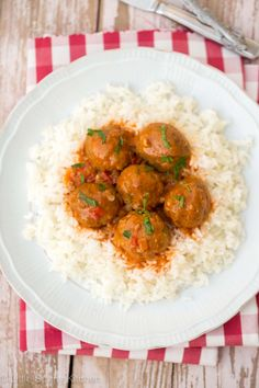 Beef meatballs with oregano tomato sauce and rice… An incredibly delicious and easy dinner! Tomato Sauce For Meatballs, Meatballs And Rice, Meatball Sauce, Chicken Meatballs, Rice Recipes, Beef Recipes, Meatloaf Recipes, Meatball Recipes, Family Recipes