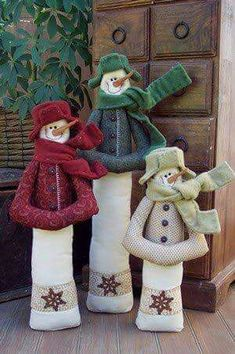 A wonderful friend made these for me for Christmas and I Love them! Christmas Love, Christmas Snowman, Christmas Holidays, Christmas Decorations, Christmas Ornaments, Frosty The Snowmen, Cute Snowman, Snowman Crafts, Christmas Projects
