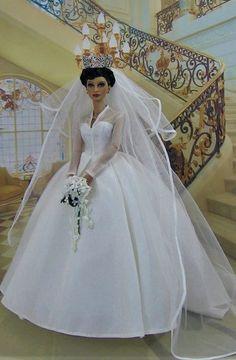 Barbie Wedding Dress, Barbie Gowns, Barbie Dress, Wedding Dresses, Vintage Barbie Clothes, Doll Clothes, Fashion Royalty Dolls, Fashion Dolls, Glamour Dolls