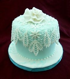Royal icing lace effect overlay on fondant / sugarpaste pieces. Pretty Cakes, Cute Cakes, Beautiful Cakes, Amazing Cakes, Fancy Cakes, Mini Cakes, Cupcake Cakes, Cake Decorating Tips, Cookie Decorating