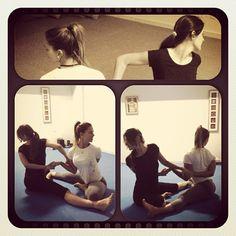 Ásanas em dupla - SwáSthya Yôga - Marina Engler - Yoga Bauru