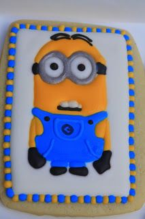 Despicable Me minion cookies via Cupcake Adventures Minion Treats, Minion Cookies, Minion Cupcakes, Cake Cookies, Sugar Cookies, Minions Despicable Me, Cookies For Kids, Cupcake Party, Cute Food