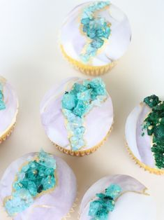 Beautiful Geode Cakes Ideas For Birthday Crystal Cupcakes, Crystal Cake, 13 Birthday Cake, Birthday Parties, Succulent Wedding Cakes, Extreme Cakes, Geode Cake, Cake Designs, Amazing Cakes