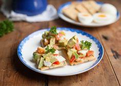 1. paleo crackers met avocado en ei-3