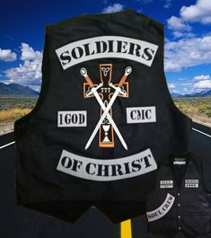 Soldiers of Christ - found on Facebook. Motorcycle Patches, Biker Patches, Biker Clubs, Motorcycle Clubs, Outlaws Motorcycle Club, Shield Logo, Knights Templar, Cycling Bikes, Rockers