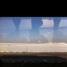 Gokyuzu sizi yeryuzu bizi yakar. Sivas havalimani yolu karli ve serin.