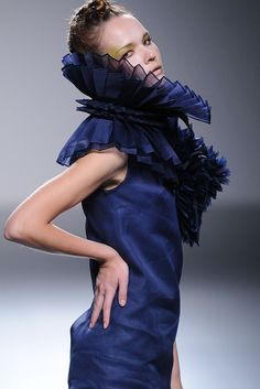 Pleated Collar with three-dimensional structure - 3D fabric manipulation for fashion design; couture sewing // Eva Soto Conde
