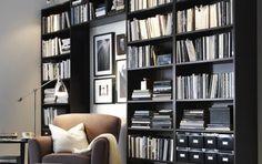 Bücher machen jede Wohnung im Nu zu einem behaglichen Zuhause. Inszenieren Sie sie als große Bücherwand im Wohnzimmer, statt sie auf einzeln...