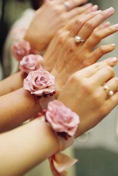 ブライズメイドのおそろいプリザリストレット  : 一会 ウエディングの花