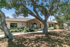 $2250000 - 25960 Colt Lane, Carmel Valley 93924 - 4 beds / 3 baths #monterey #montereyhomes #montereyrealestate #montereyrealtor #93924 #Carmel Valley #montereyProperties Stunning custom single level home built in 2016 on an oak studded lot of approximately 2.5 acres with amazing views from almost every window in the house. Quality workmanship and attention to detail abound in this beautifully crafted residence. Enjoy the ambience of the serene setting or inviting warmth of the three… Monterey Park, Monterey County, California Real Estate, California Homes, Real Estate Houses, Estate Homes, Douglas Elliman, Monterey California, Carmel Valley