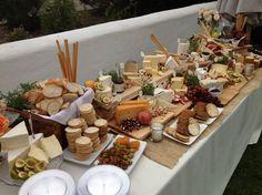 mesa de quesos y panes