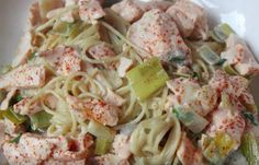 Zin in een lekkere pasta? Maak dan eens deze romige pasta met prei en zalm. Zo gemaakt en je hebt er maar een paar ingrediënten... Good Food, Yummy Food, Southern Recipes, Penne, Pulled Pork, Italian Recipes, Pasta Salad, Food And Drink, Easy Meals