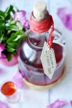 Nalewka z płatków róży Irish Cream, Perfume Bottles, Drinks, Cooking, Recipes, Kitchens, Drinking, Kitchen, Beverages
